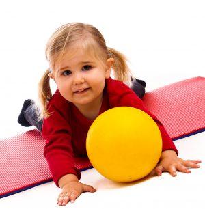 Nov 2011 Kind mit Ball